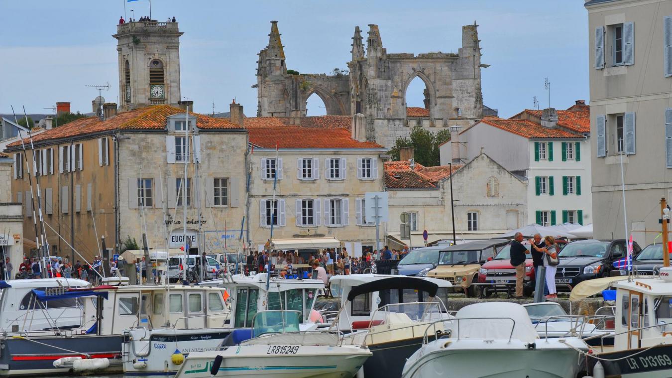 Le port du masque en extérieur est redevenu obligatoire depuis la semaine dernière dans 45 communes touristiques de Charente-Maritime, comme l'Île de Ré, Royan ou La Rochelle