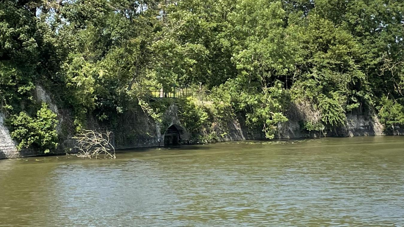La vanne 12, située près de la porte de Dunkerque, est en mauvais état et a besoin d'être réparée.
