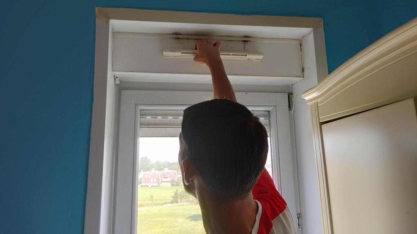 Dans l'appartement du couple, certaines VMC ne fonctionnent pas. D'autres, au contraire, insufflent des courants d'air importants.