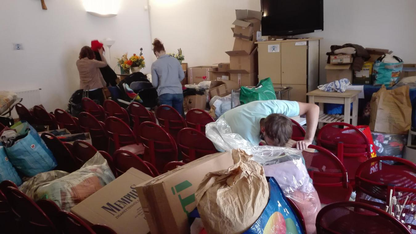 Des bénévoles sont venus trier les différents dons reçus par le magasin de l'Abbaye.