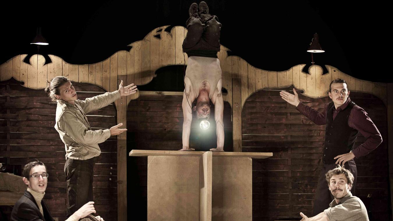 La compagnie Kadavresky pour le spectacle «L'effet Escargot» à Saint-Sylvestre-Cappel.