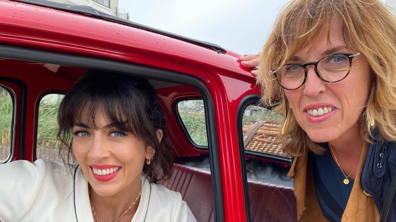 Nolwen Leroy, ici en photo avec Martine Arlabosse, adjointe à Malo, était à Dunkerque le 27 juillet pour le tournage de son nouveau single.