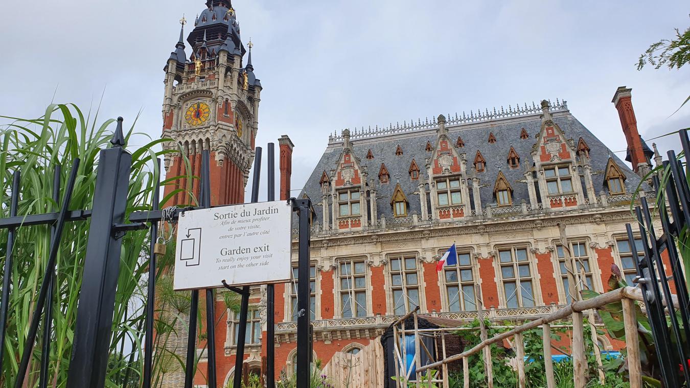 Le jury du label Villes et Villages Fleuris est allé visiter le jardin éphémère créé devant l'Hôtel de Ville de Calais.