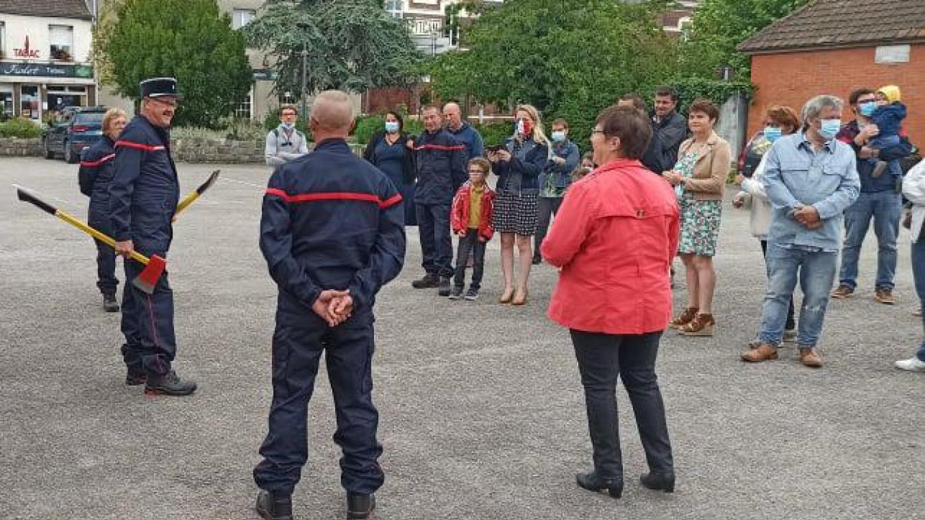 En plus des tenues, les 11 pompiers de Pitgam ont pu montrer aux villageois les nouveaux accessoires fournis par le Sdis.