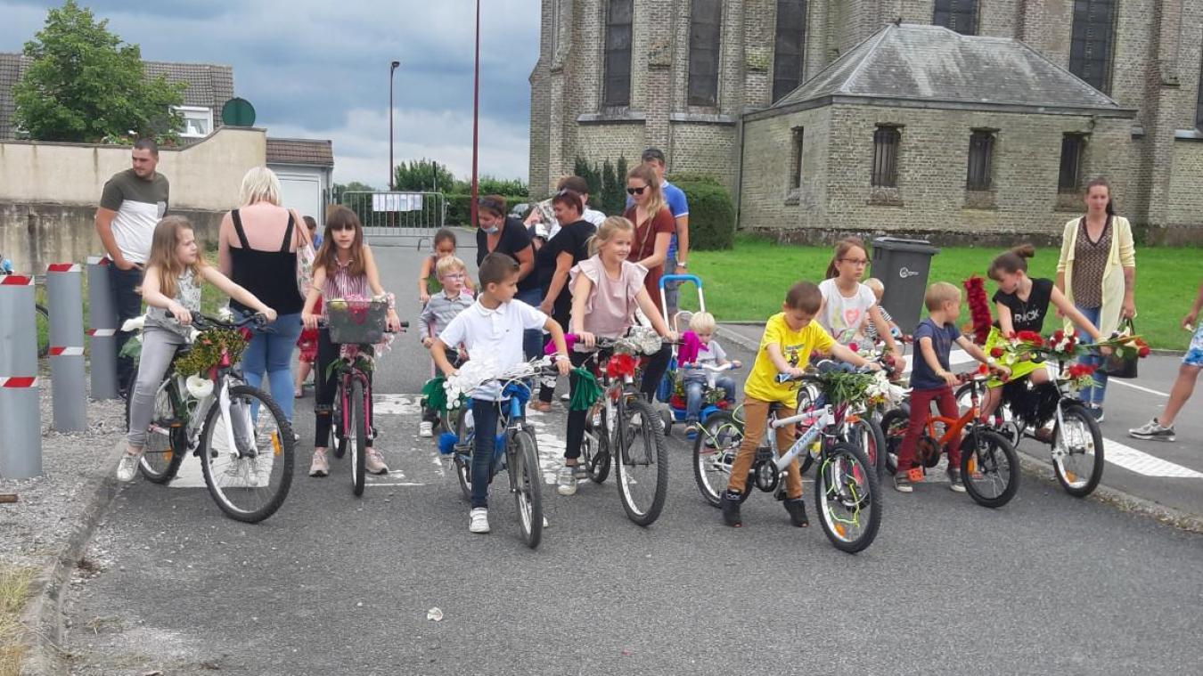 Les enfants ont fait preuve d'imagination pour le concours annuel des vélos fleuris.