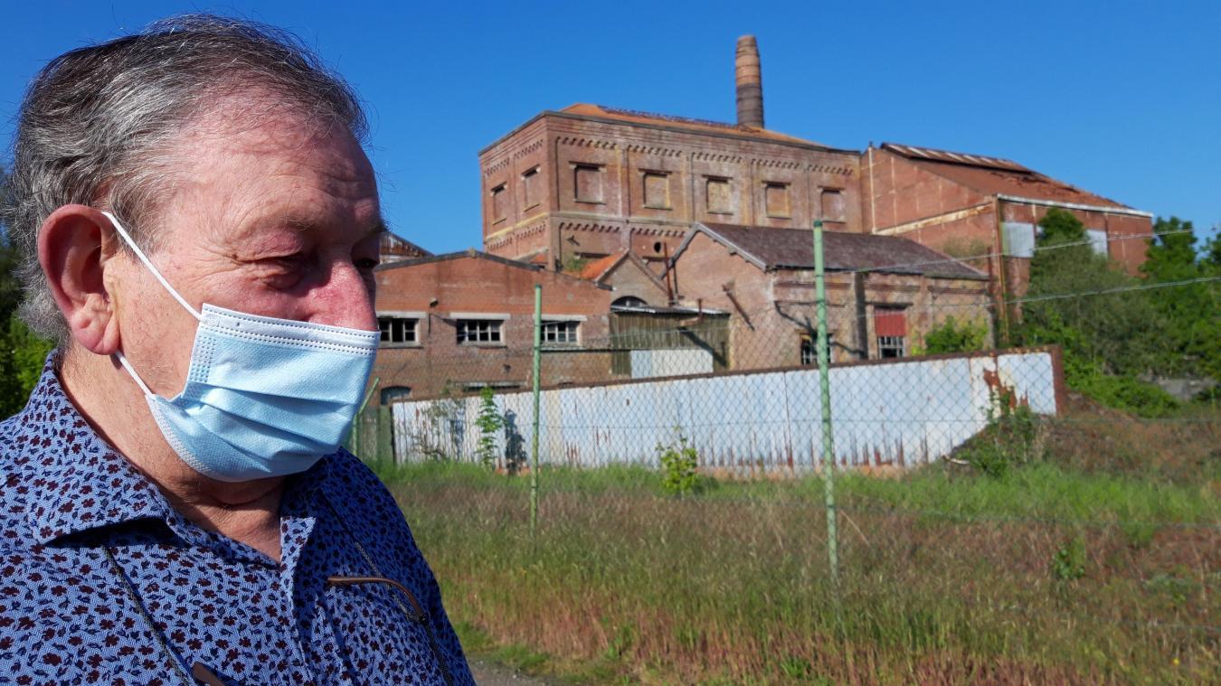 Louis Duriez, membre éloigné de la famille Duriez qui a créé la distillerie de Coppenaxfort, a raconté le site lors d'une visite.
