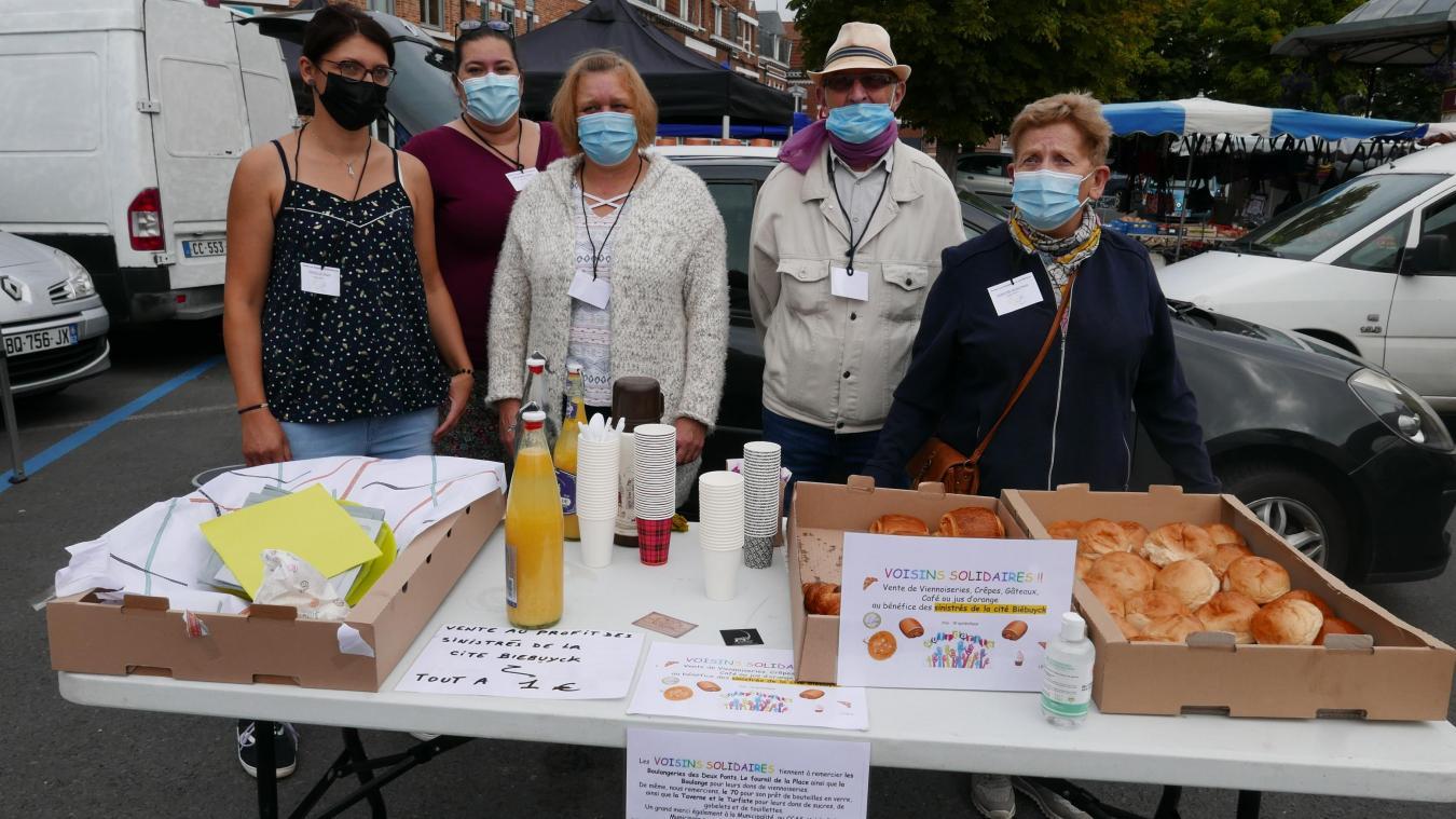 Des voisins solidaires ont vendu des viennoiseries sur le marché de Merville pour venir en aide aux sinistrés de l'incendie.
