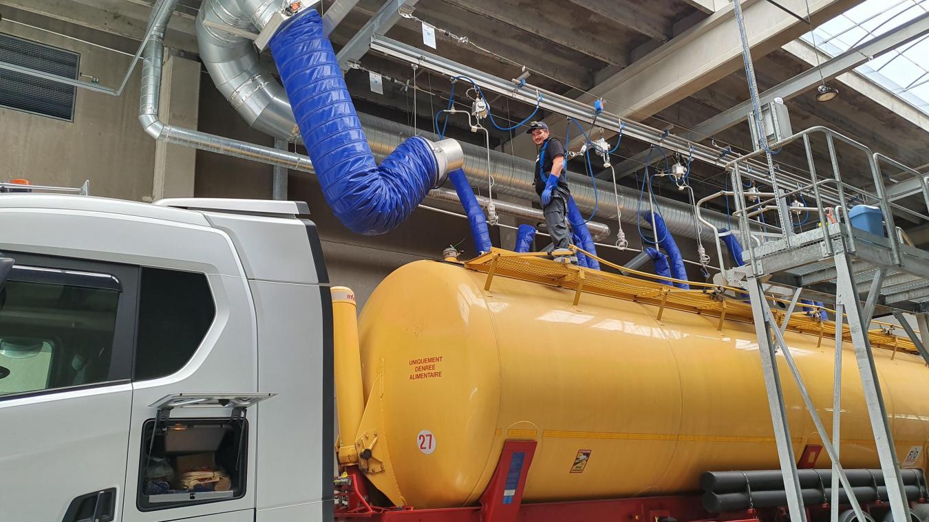 Zone TransMarck-Turquerie, entre 70 et 120 bars de pression sont envoyés dans les citernes pour détruire tout risque de contamination.
