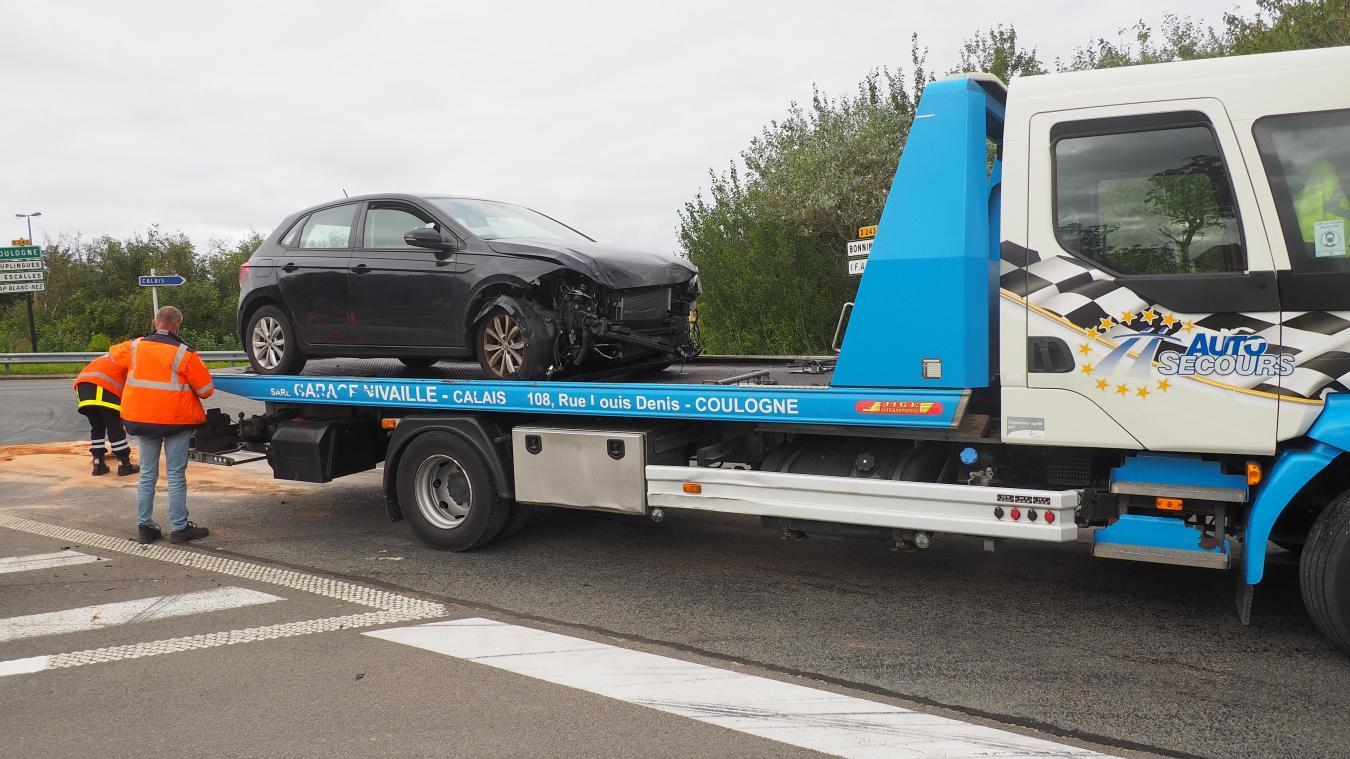 Les gendarmes ont assuré l'alternance de la circulation pendant qu'un garagiste procédait à l'enlèvement des véhicules accidentés.