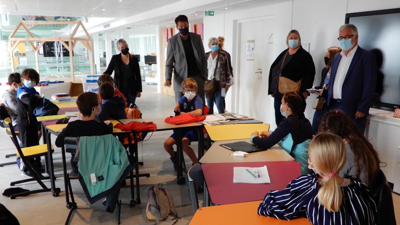 Patrice Vergriete a rendu visite aux enfants présents dans les classes vacances organisées par la Ville.