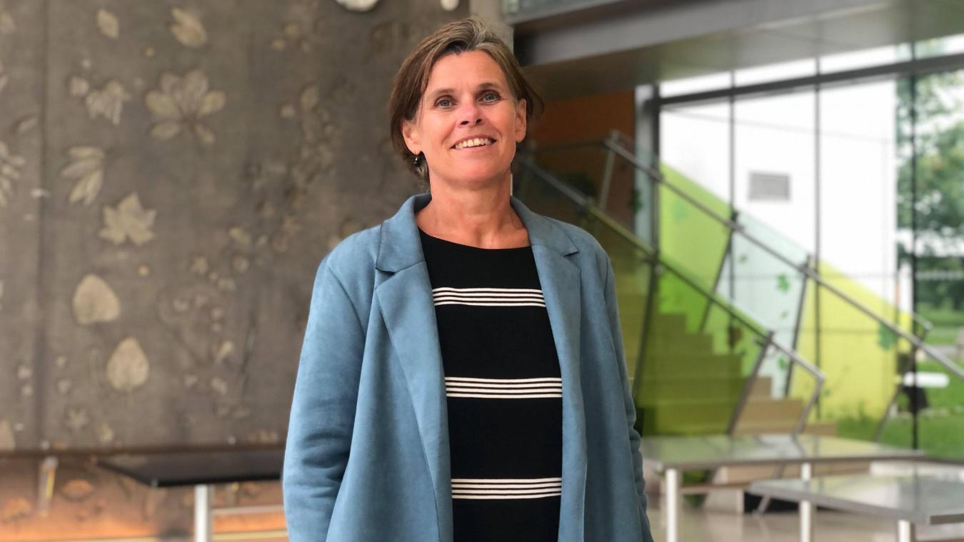 Brigitte Carton prend la direction du lycée Val de Lys d'Estaires.