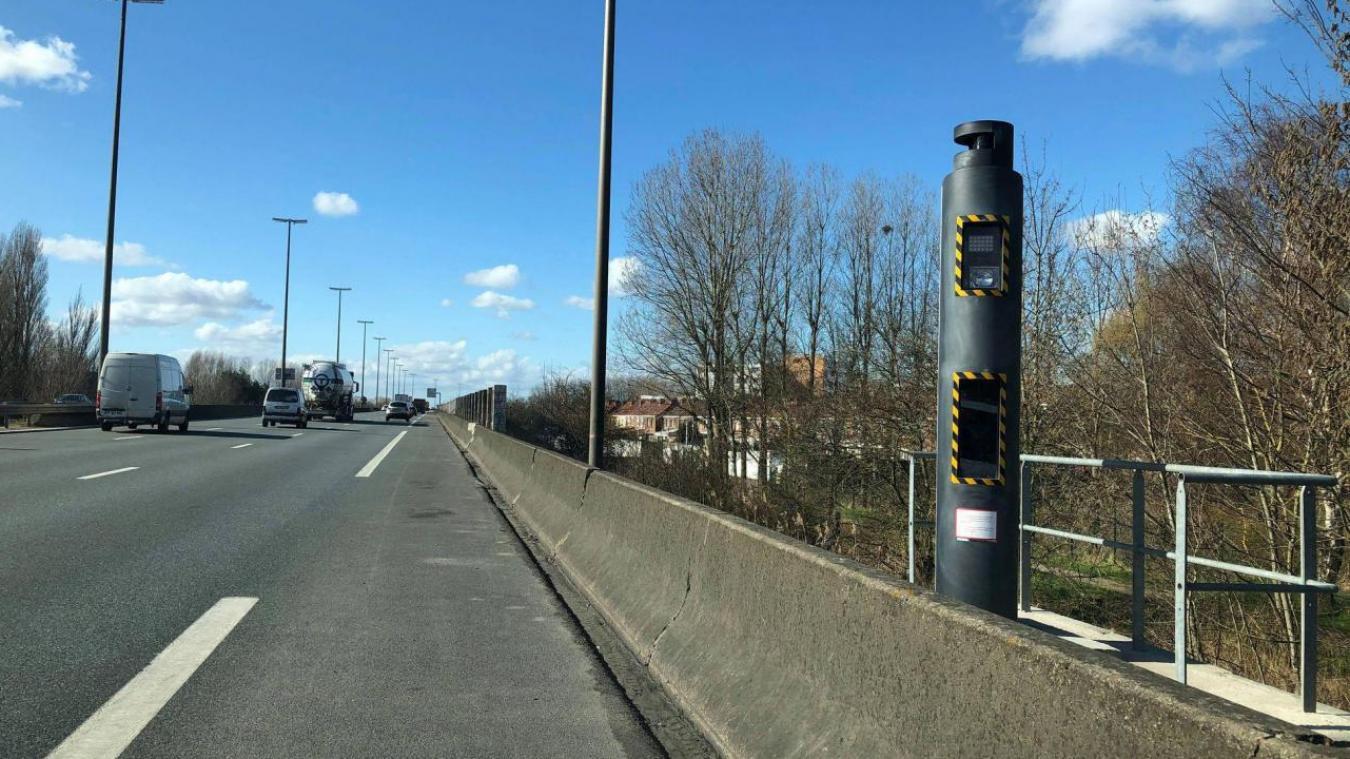 La peinture rose a été enlevée du radar situé dans le sens Belgique - Paris pour permettre au radar de fonctionner.