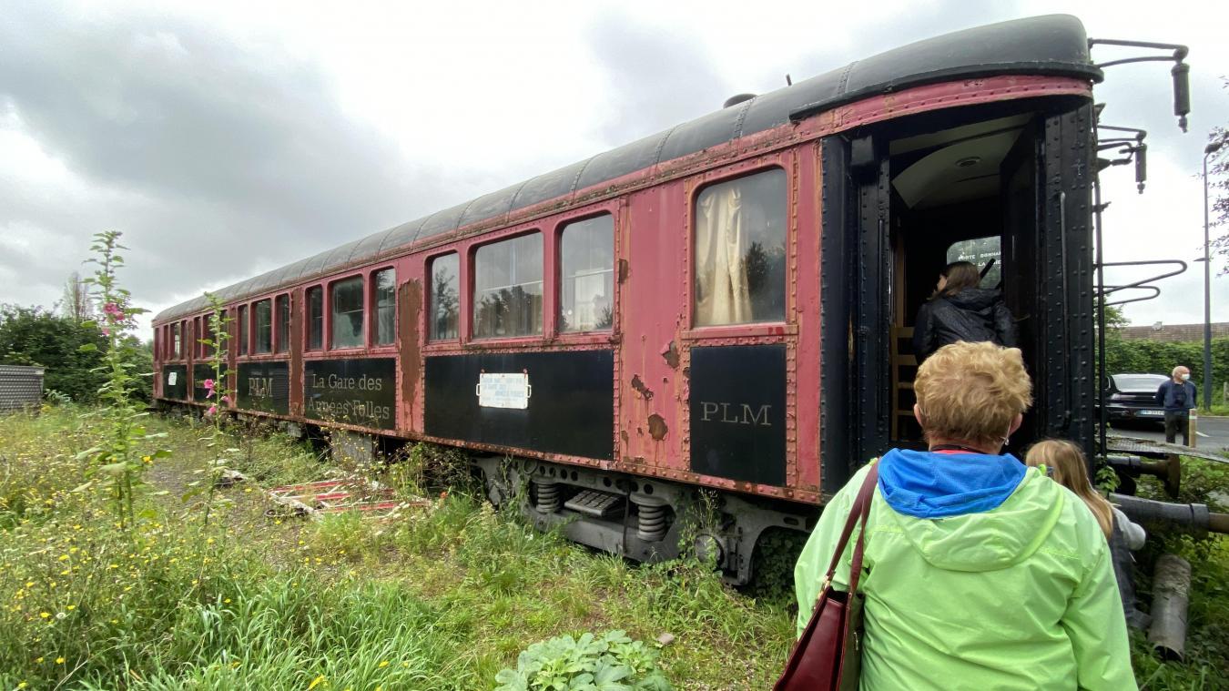 L'enlèvement du train aurait dû se dérouler lundi 30 août, mais est reporté. Par conséquent, de nombreuses personnes sont venues lui dire un dernier au revoir.