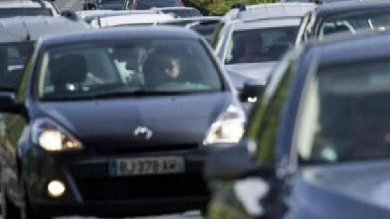 Sortie 43 à Calais: toujours plus de bouchons sur la bande d'arrêt d'urgence...