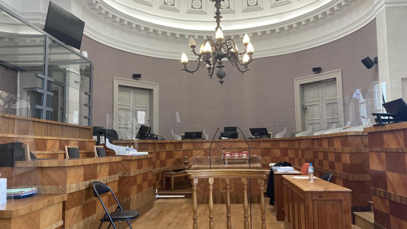 C'est dans le box des accusés, à gauche, que Frédéric Lameret a assisté à son procès en Cour d'Assises de Sant-Omer.