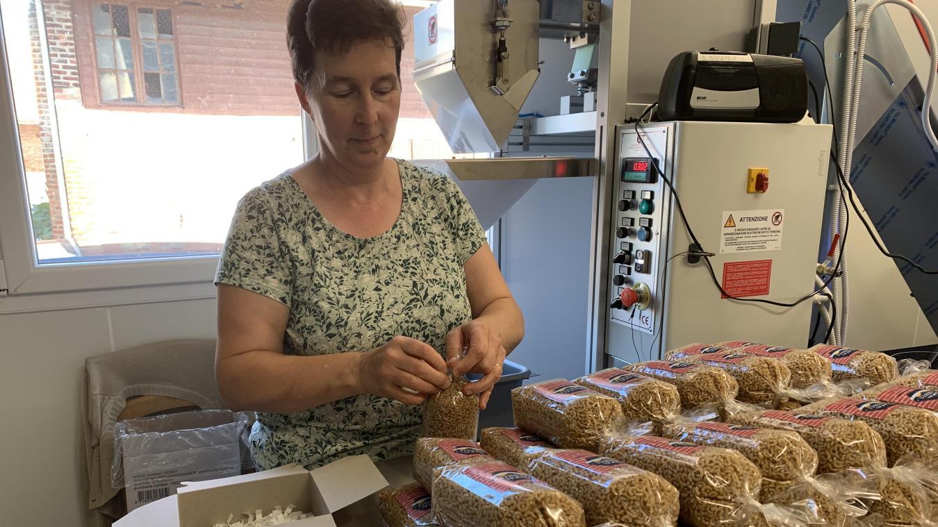De la culture du blé à l'emballage des pâtes, Guillaume Richard et sa mère s'occupent de toutes les étapes de fabrication. En plus des pâtes, de la farine artisanale sera aussi produite et vendue.