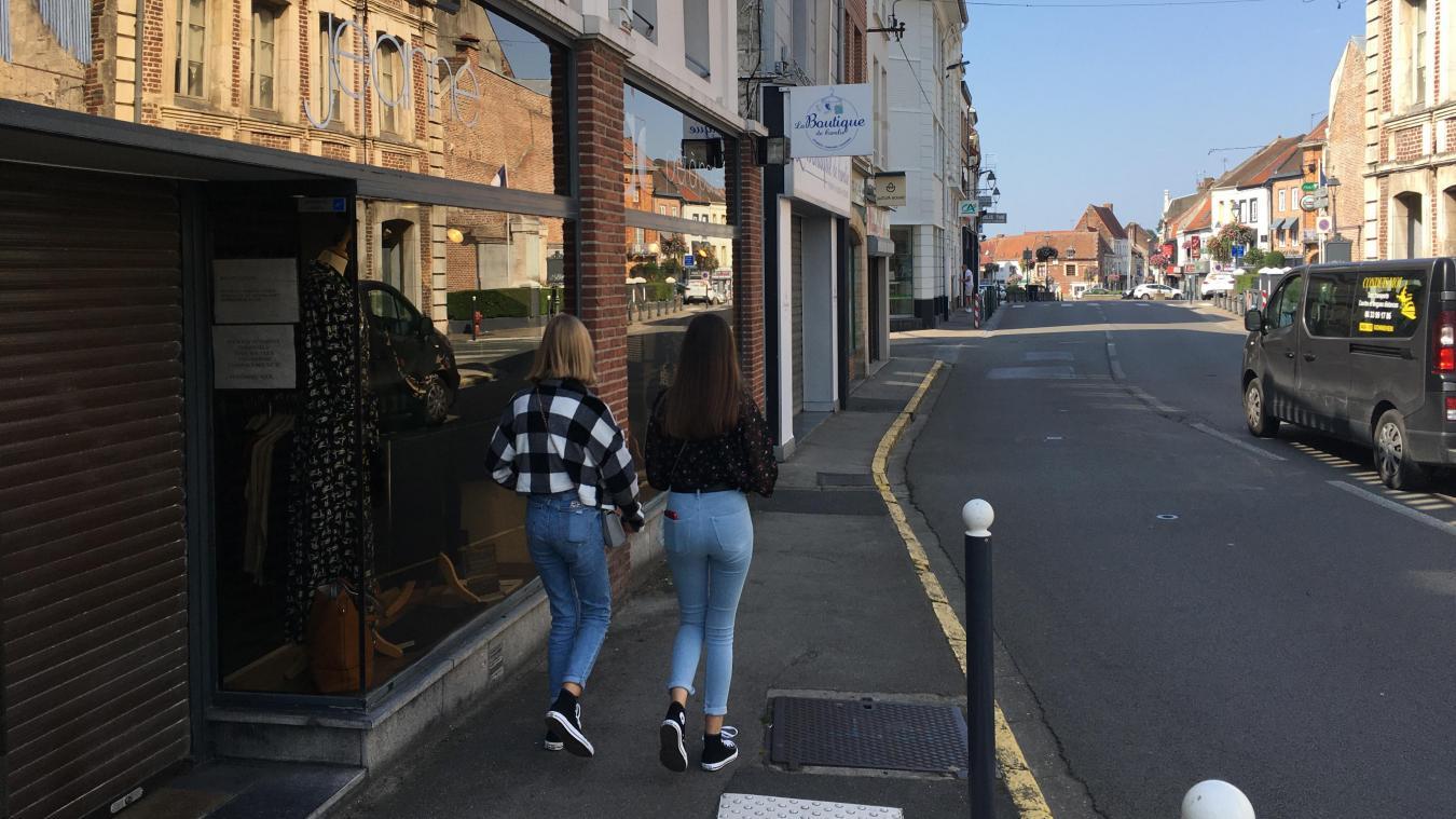 La rue du Commerce à Lillers comporte quelques cellules commerciales vides. Aux consommateurs de soutenir ceux qui restent.