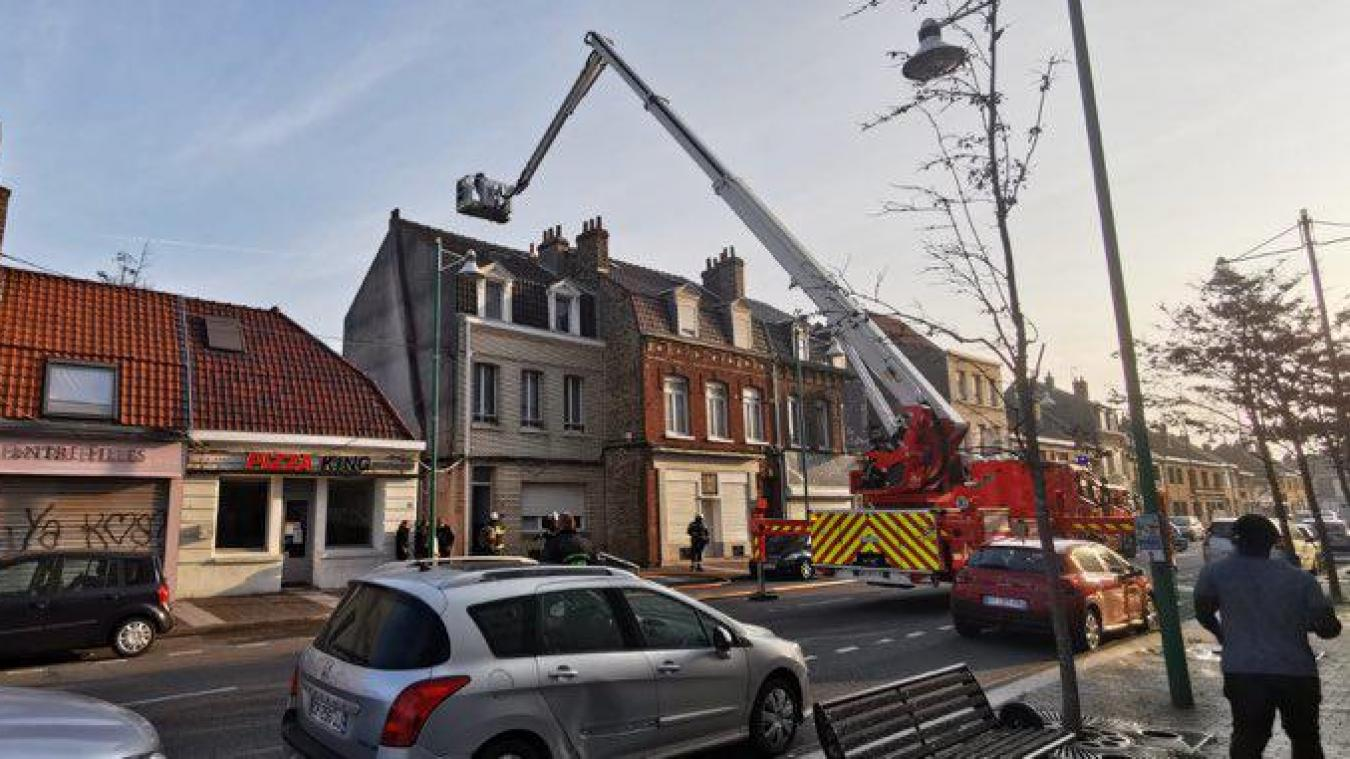 Un appartement de la rue de la République à Saint-Pol-sur-mer, a pris feu ce lundi matin.