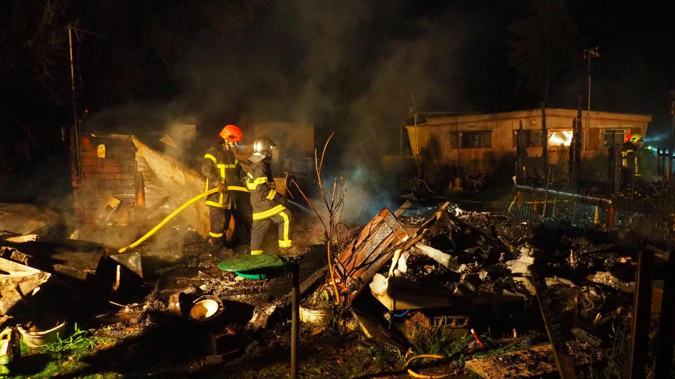 Eperlecques: au camping du Ranch Car, deux mobilhomes anéantis dans un incendie (PHOTOS)