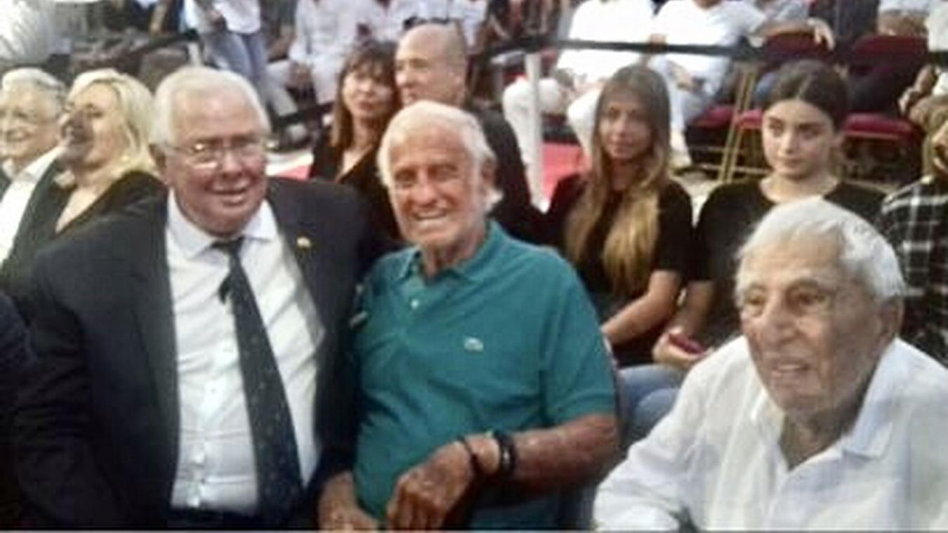 Jean-Pierre Becquelin avec Jean-Paul Belmondo et Charles Gérard en 2019.