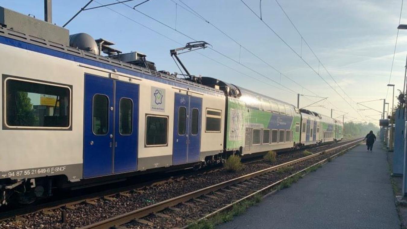 Les trains sont arrêtés au niveau de la gare de Bailleul.