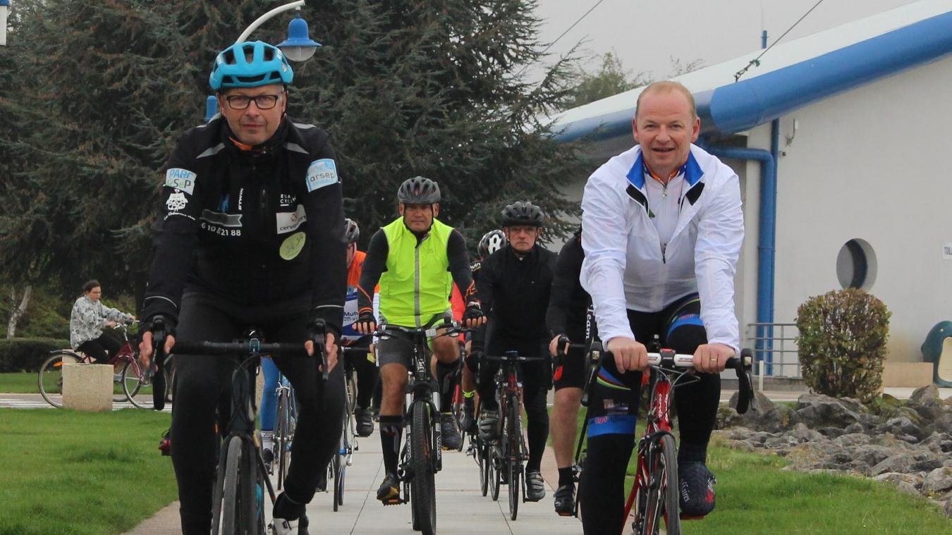 Cette fois, le Nœuxois de 56 ans (à gauche) partira d'Espagne pour 2800 kilomètres à vélo.
