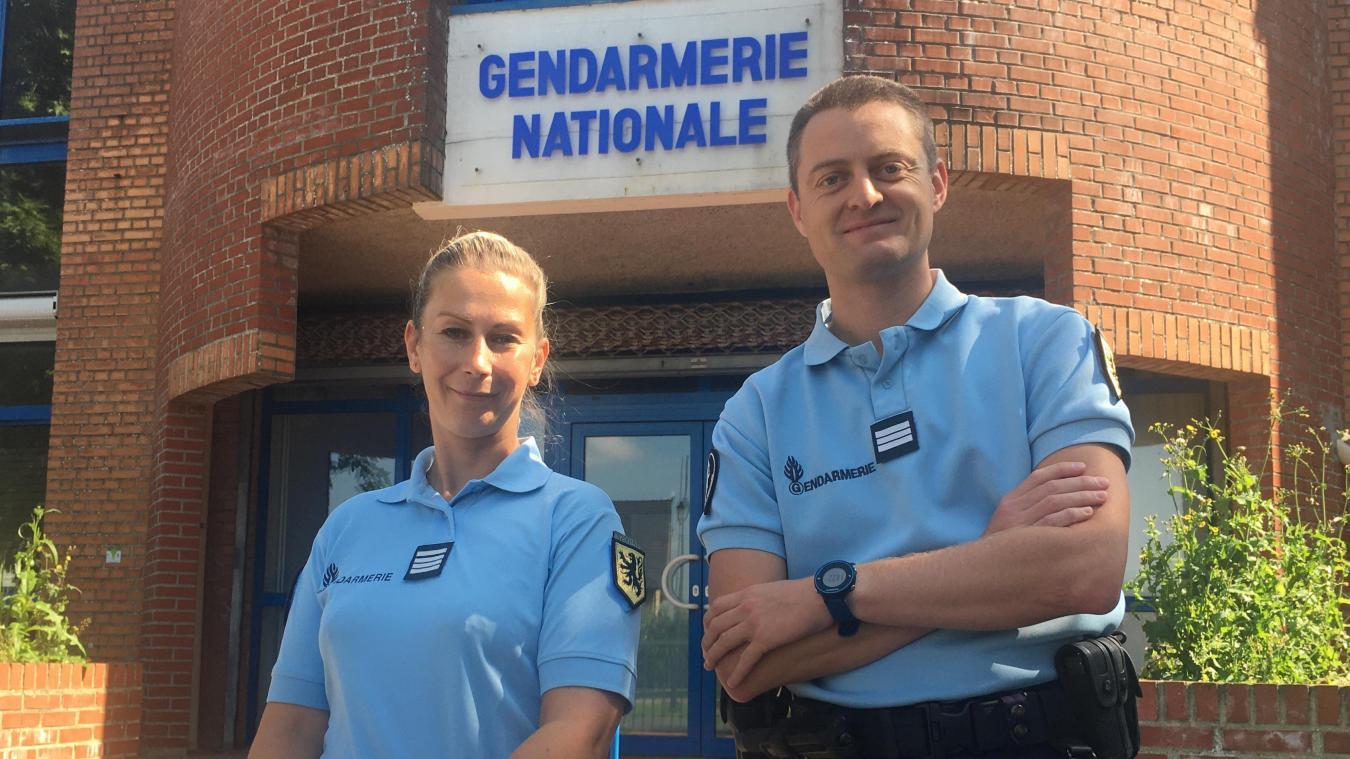 Stéphie Hersand est la nouvelle commandante de la compagnie d'Ecuires. Elle est ici en compagnie du nouveau capitaine Jean-François Delpouve.