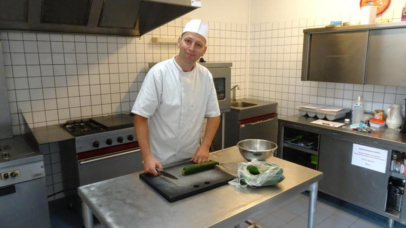 Pierre Vergult adore cuisiner des plats maison pour les enfants de l'école de Drincham.