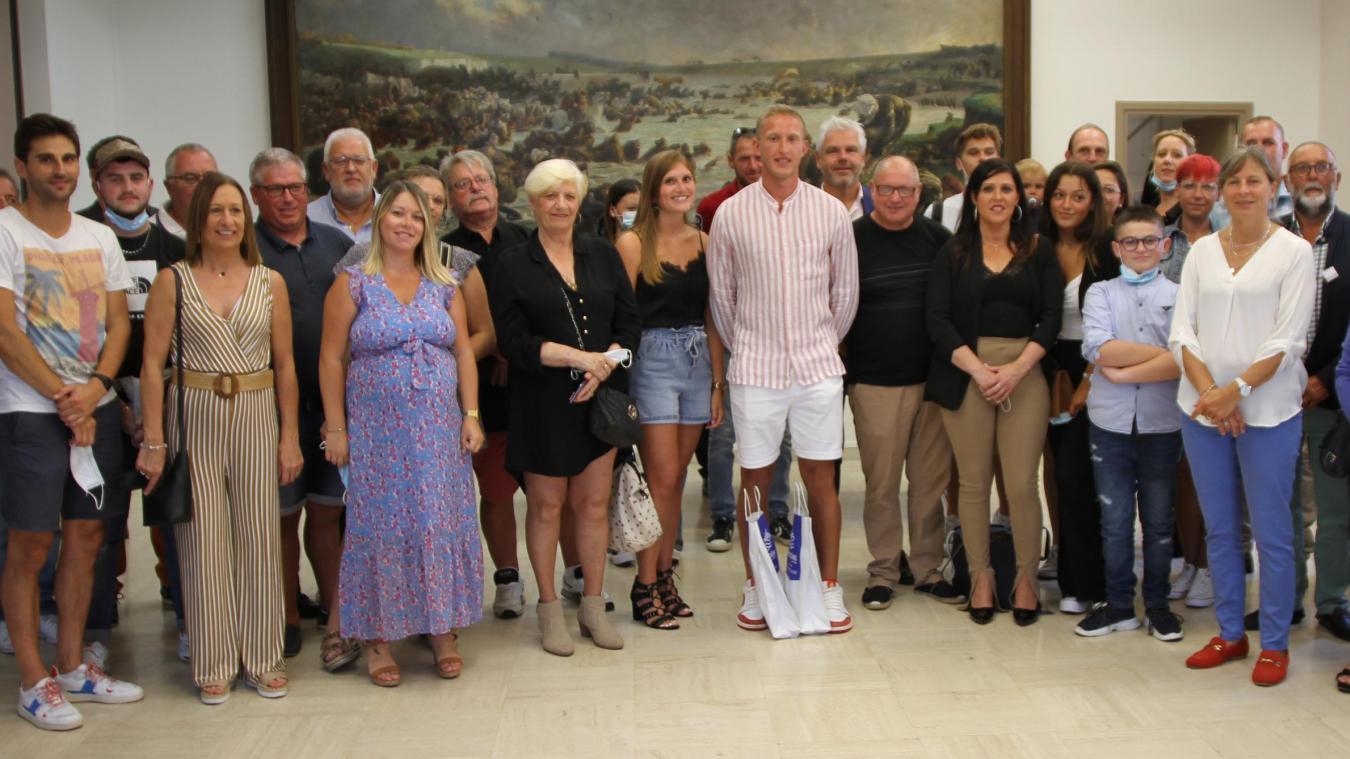 Les élus de la Ville d'Étaples-sur-Mer ont tenu à saluer Quentin Gosselin qui avait réuni sa famille au grand complet.