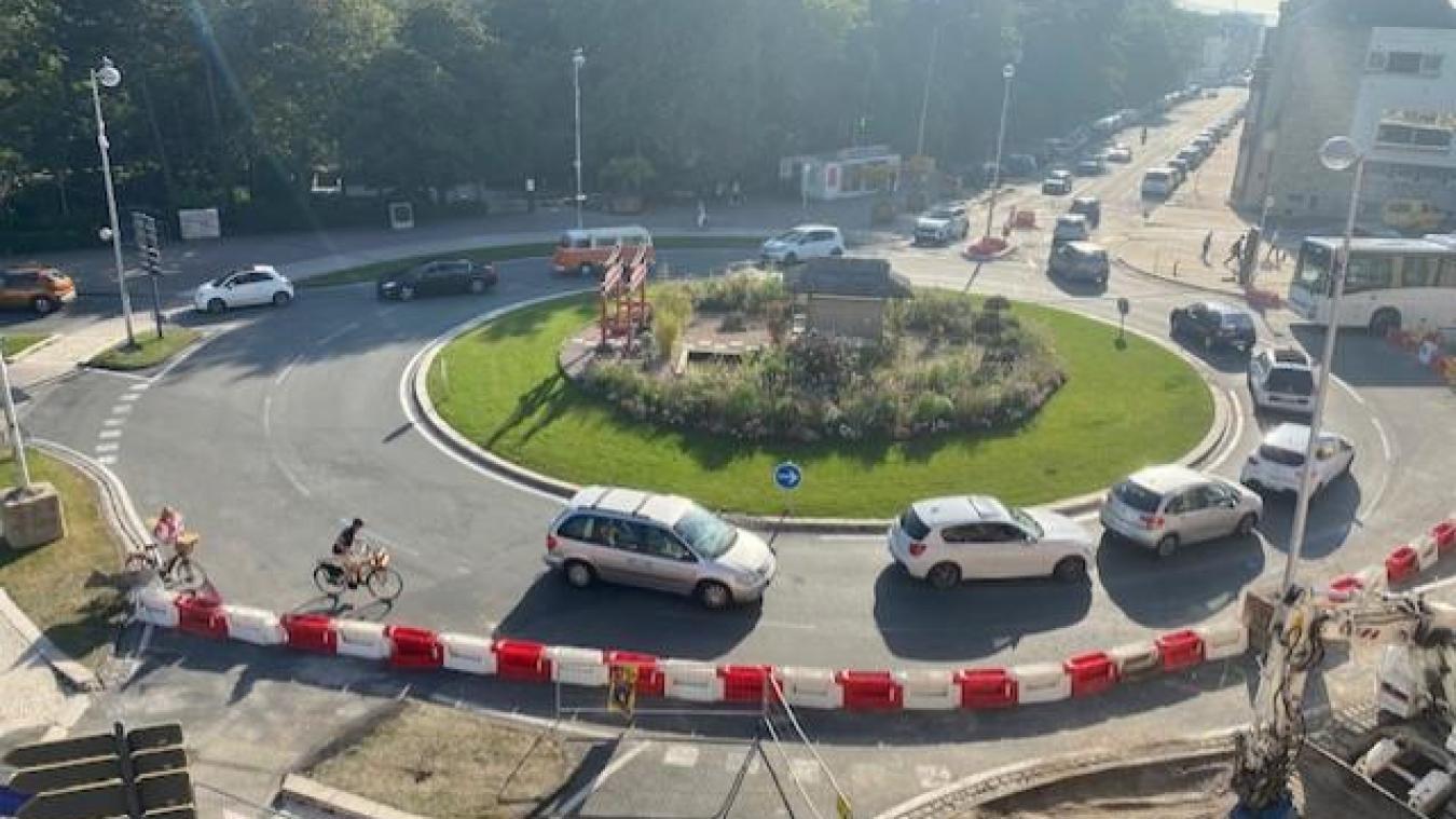 Même en dehors des heures de pointe, la circulation est difficile sur l'axe Calais Nord - centre-ville.