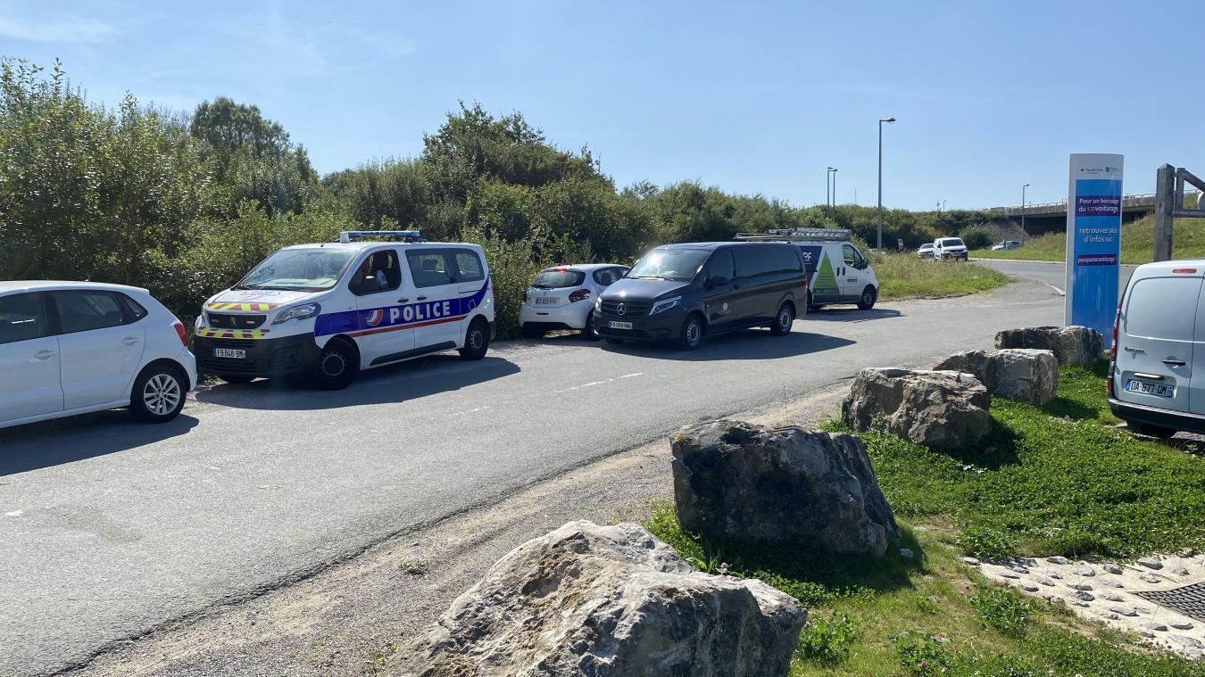 La Police a assisté les services des pompes funèbres car les lieux étaient difficilement accessibles.