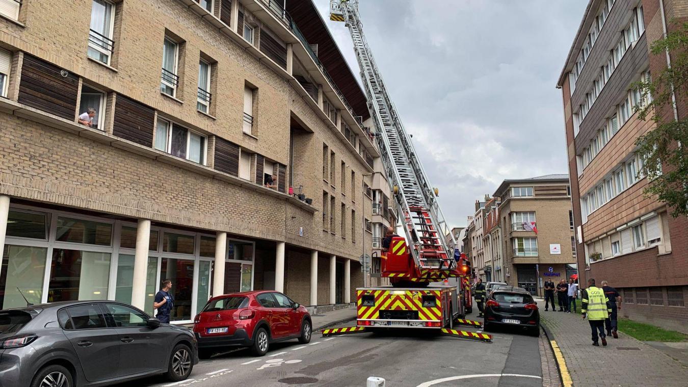 Le départ de feu a eu lieu rue du Maréchal-French, à Dunkerque. L'artère située entre le quai des Holladais et la rue Clemenceau a été coupée à la circulation le temps de l'intervention.