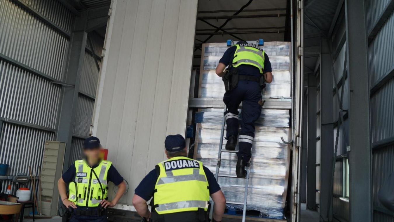 La douane a saisie un important trafic de cigarettes à Ghyvelde ce vendredi 10 septembre.