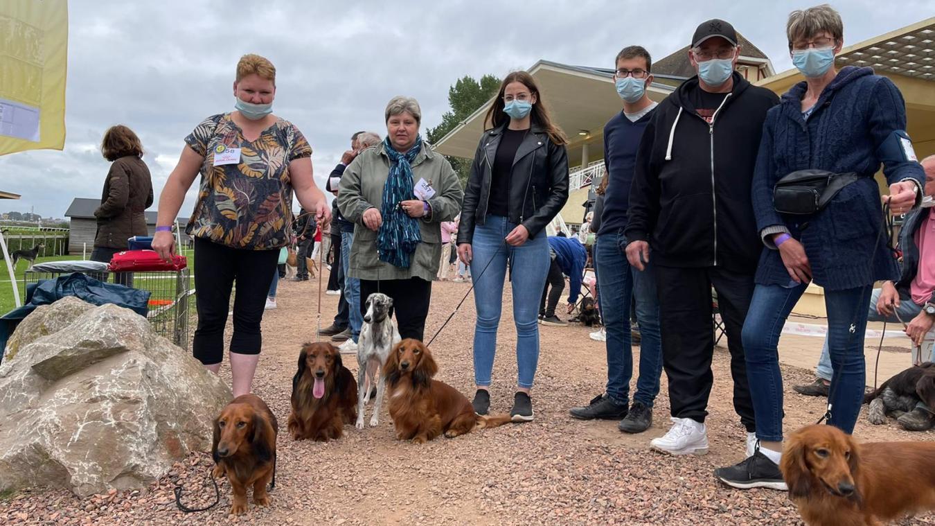 Plusieurs centaines de chiens et leurs propriétaires étaient rassemblés ce week-end à l'hippodrome du Touquet.