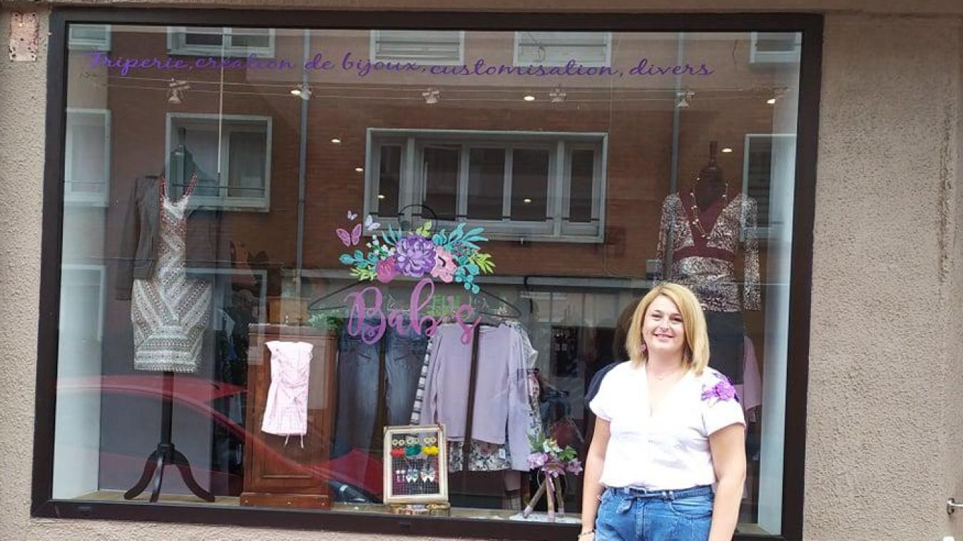 Élisabeth Lefranc devant sa boutique.