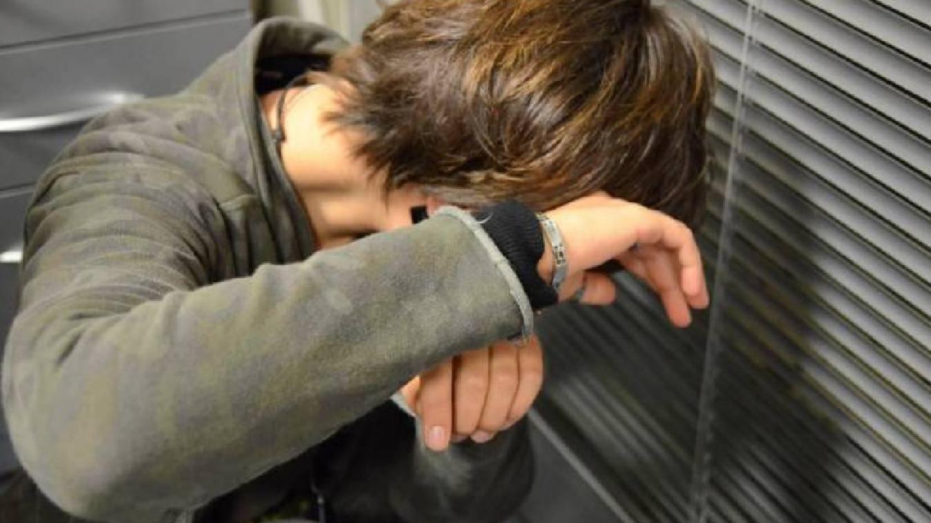 Le prévenu s'est jeté sur sa victime avant de lui asséner un coup de poing.  Photo d'illustration