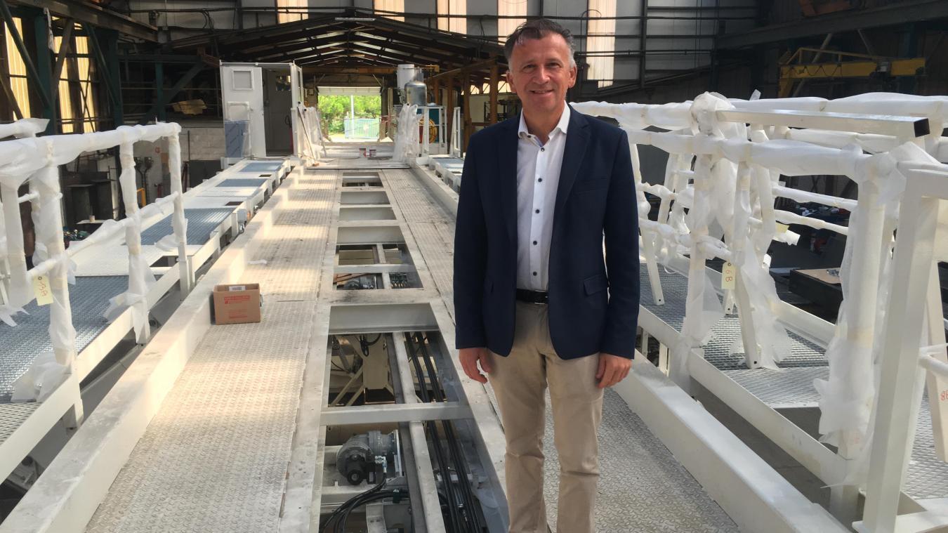 Pierre Ducrocq, directeur, ici sur le second pont de bétonnage conçu et construit dans les ateliers rue du Tortillard.