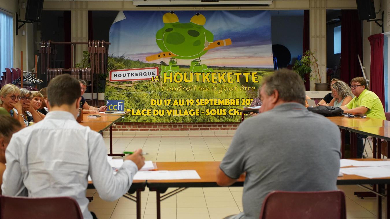 Le comité des fêtes d'Houtkerque et les bénévoles préparent l'événement.