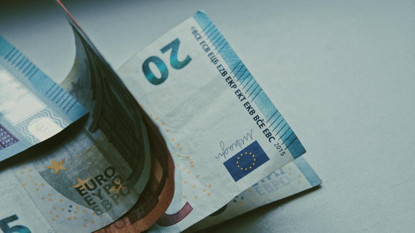 Le Smic est revalorisé chaque année au 1er janvier, mais il est possible de le revaloriser en cours d'année, suivant l'inflation