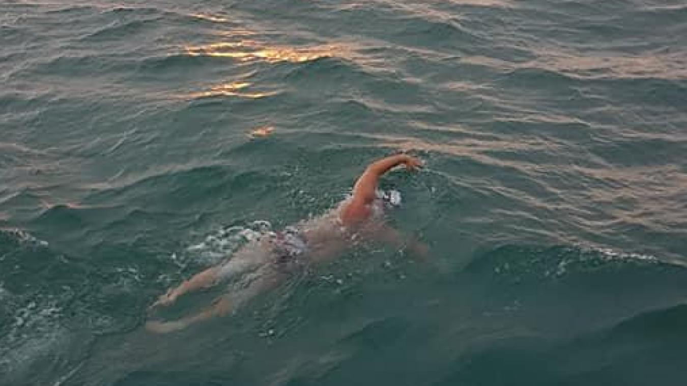 Le Calaisien a nagé 17 kilomètres dans la Manche.