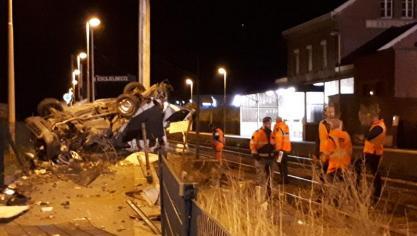 27 personnes évacuées après la collision d'un train et d'une camionnette (vidéo)