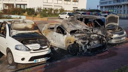 Trois voitures partent en flammes mardi soir dans le quartier de Malo