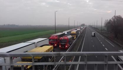 Un accident provoque un bouchon de plusieurs kilomètres sur l'A16