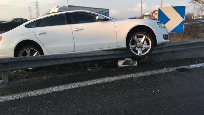 Spectaculaire accident à la sortie de l'autoroute