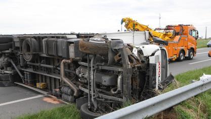 Quesques : Un accident impliquant deux voitures et un poids lourd a bloqué la RN42 vendredi après-mdi