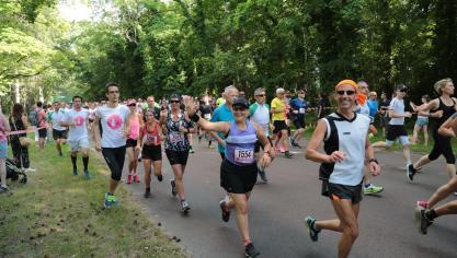 Près de 2 600 coureurs au départ des 10 km et du semi-marathon du Touquet (vidéo)