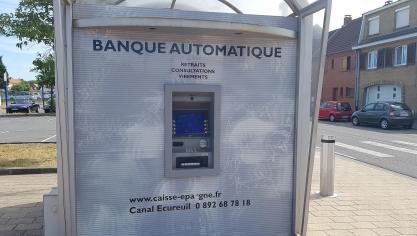 Le distributeur de billets inutilisable depuis un mois