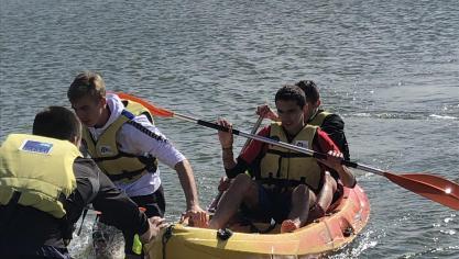 Lors de l'épreuve de canoë, des bateaux se sont retournés à cause du vent.