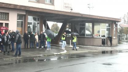 Les citoyens Boulonnais, politiques et gilets jaunes se rassemblent en soutien aux sapeurs-pompiers