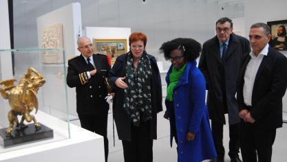 Lens: Sibeth Ndiaye en visite au Louvre-Lens (vidéo et photos)